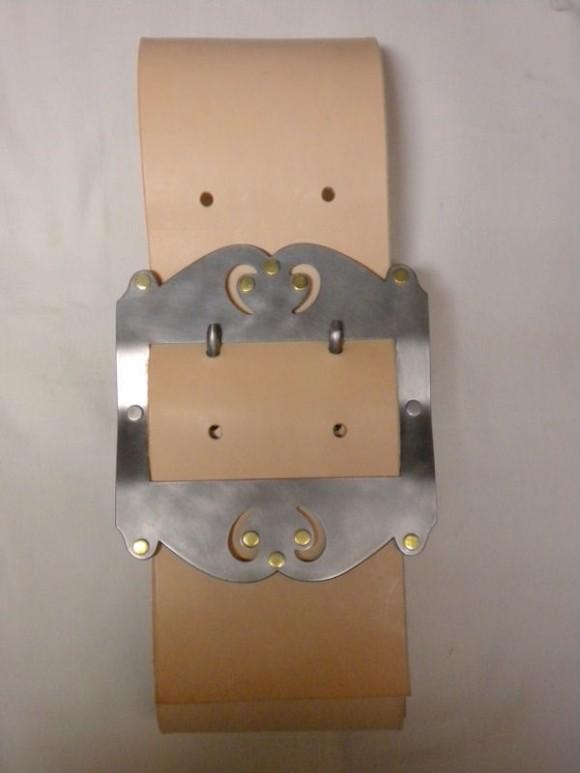Boucle en métal et cuir
